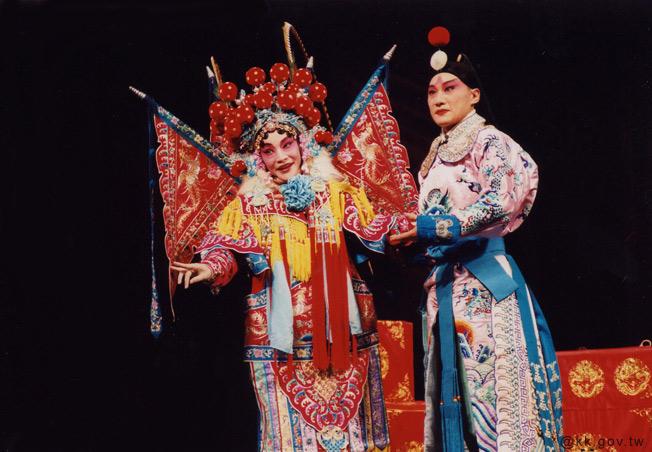 Kết quả hình ảnh cho Tuồng và hí kịch Trung Quốc có sự giống nhau tương đối